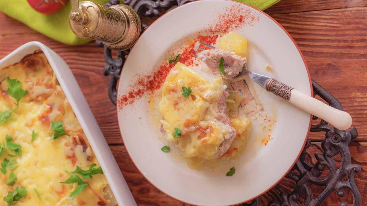 Картофельная запеканка с куриным фаршем и сметаной