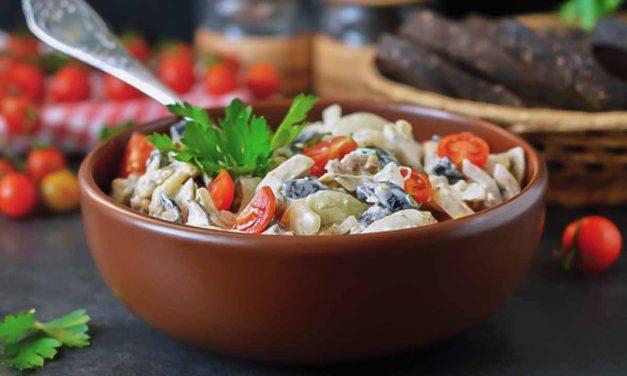 Салат из курицы с грибами и помидорами черри