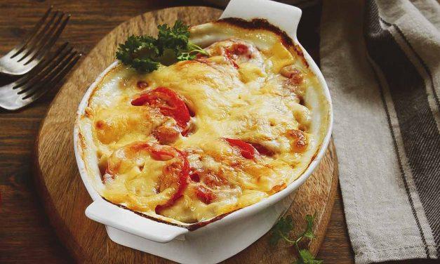Запеченная свинина с картофелем и помидорами